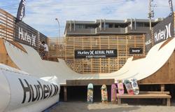 日本初のエアリアルの反復練習ができるスケートランプ「Hurley AERIAL PARK」が由比ヶ浜に出現!